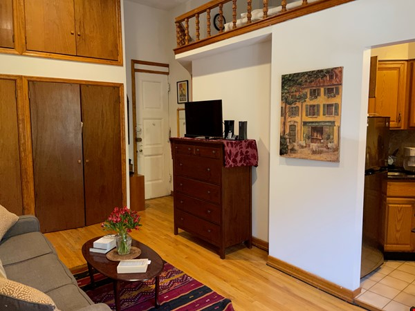 UWS Studio next to Riverside Park and the 72nd Subway Home Rental in New York 2 - thumbnail