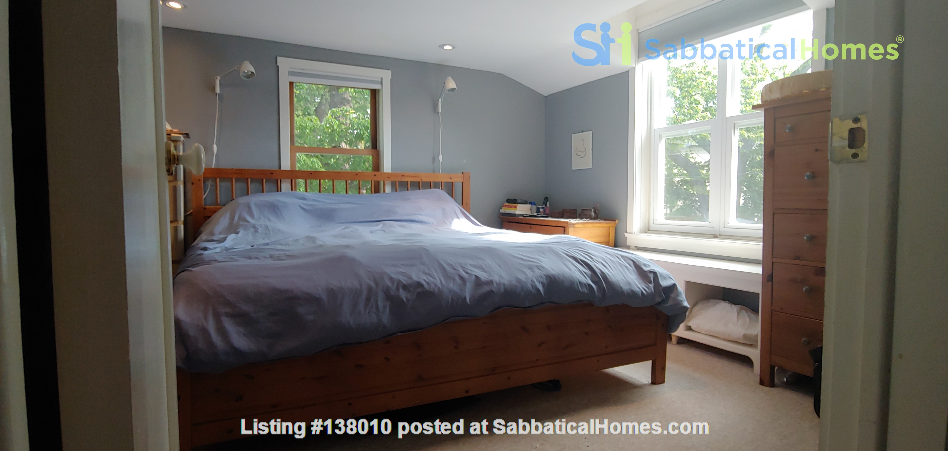 Garden Oasis - Ideal for professionals/family- 3 Bdrm  Birch Cliff Heights Home Rental in Toronto, Ontario, Canada 8