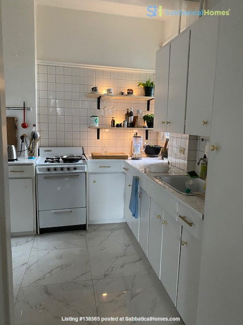Beautiful Character Apartment in South Granville/Kitsilano Home Rental in Vancouver, British Columbia, Canada 2