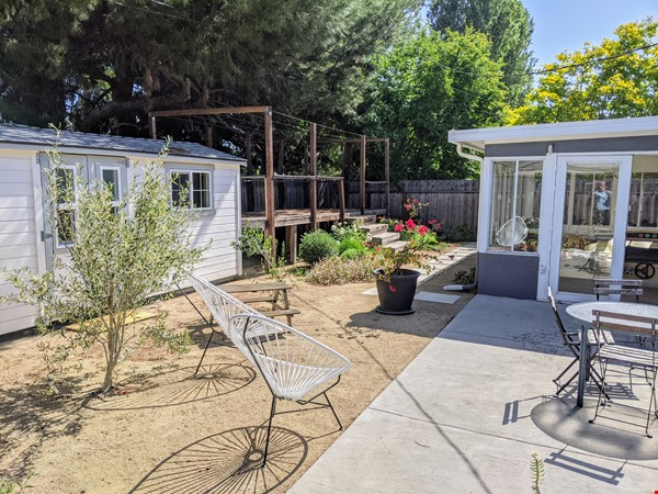 Beautiful Furnished 3 Bd/ 2 Ba Sunny Home in the heart of Silicon Valley Home Rental in Sunnyvale 9 - thumbnail