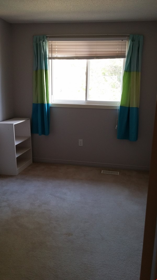 Bright and clean 3 story, 3 bedroom condo for rent Home Rental in London 8 - thumbnail