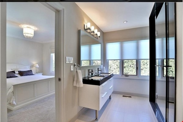 3 bedroom stunning house with pool Home Rental in Oakville 2 - thumbnail