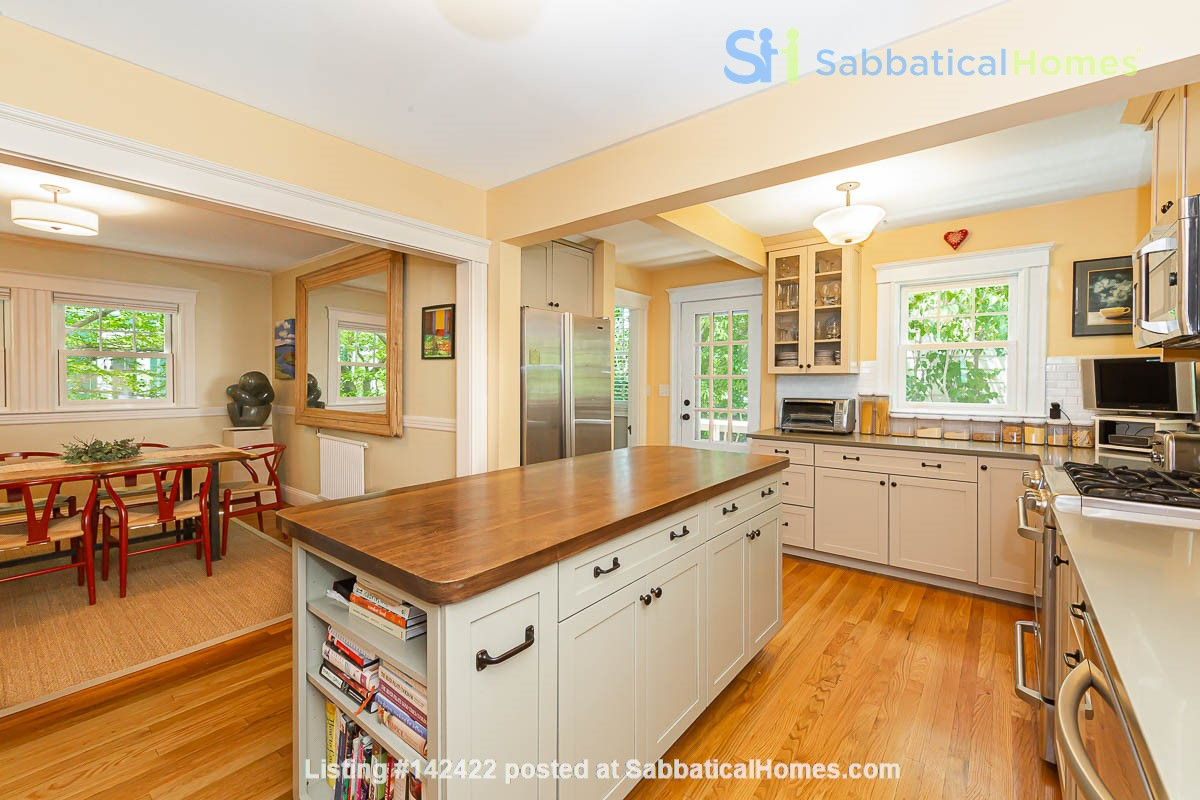 Beautifully Renovated Furnished Single Family Home. Home Rental in Cambridge, Massachusetts, United States 3