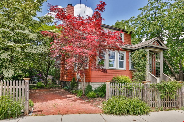 Beautifully Renovated Furnished Single Family Home. Home Rental in Cambridge 0 - thumbnail