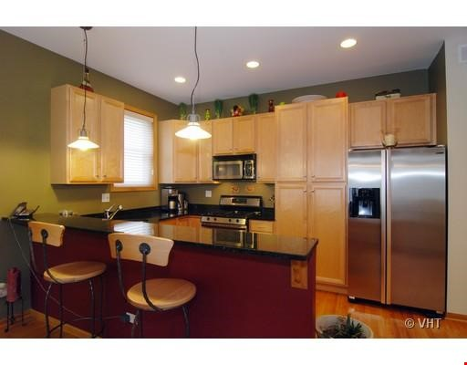 Quiet home amongst everything you can ask for - Wicker Park Home Rental in Chicago 2 - thumbnail
