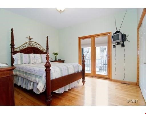Quiet home amongst everything you can ask for - Wicker Park Home Rental in Chicago 3 - thumbnail
