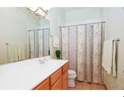 Quiet home amongst everything you can ask for - Wicker Park Home Rental in Chicago 4 - thumbnail