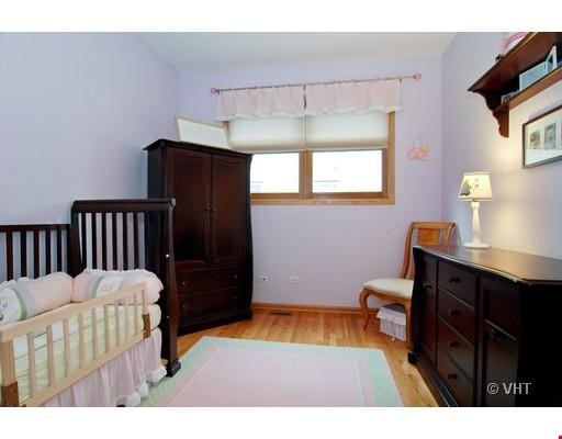 Quiet home amongst everything you can ask for - Wicker Park Home Rental in Chicago 5 - thumbnail