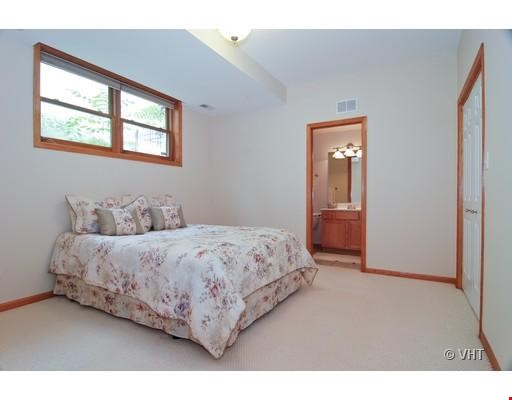 Quiet home amongst everything you can ask for - Wicker Park Home Rental in Chicago 7 - thumbnail