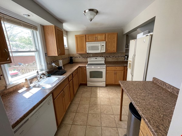 Flexible lease - large 3 bedroom townhouse - central location Home Rental in State College 4 - thumbnail
