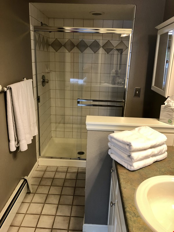 Executive / Family Condo in Wonderful Boulder nearest CU and Naropa Home Rental in Boulder 8 - thumbnail