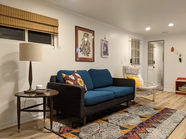 Retro basement suite with office, near DC Home Rental in Silver Spring 1 - thumbnail