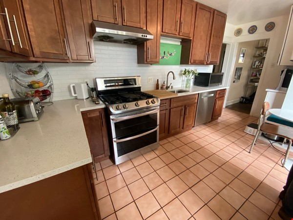 Spacious View Home  3 B/R+, 2 BA, Large Deck and Yard, Parking, W/D Home Rental in San Francisco 9 - thumbnail