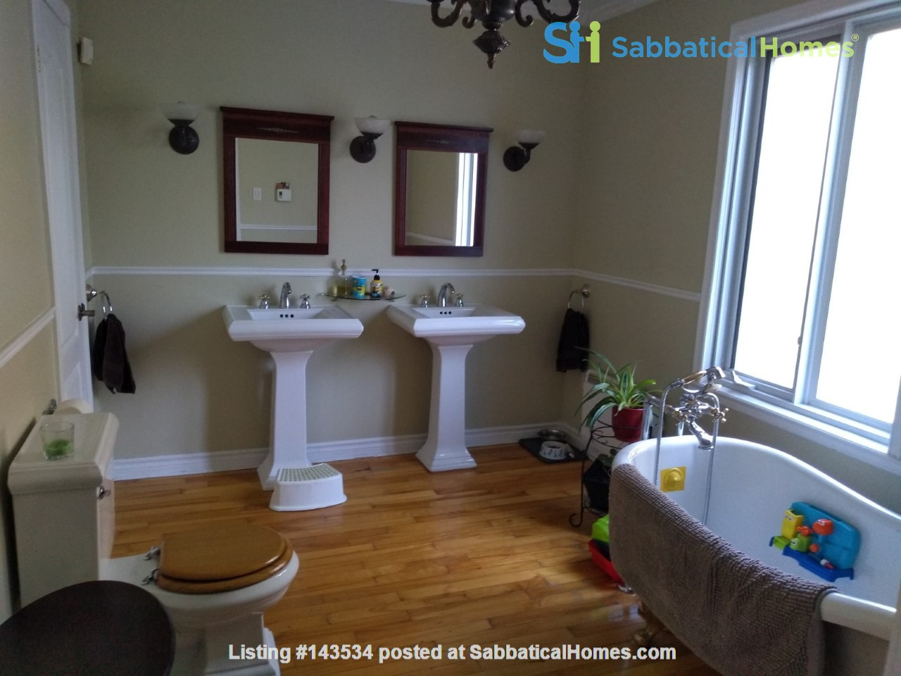 Lower duplex, 4 bedrooms - South West ALL INCLUDED Home Rental in Montréal, Québec, Canada 2
