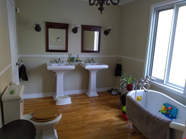 Lower duplex, 4 bedrooms - South West ALL INCLUDED Home Rental in Montréal 2 - thumbnail