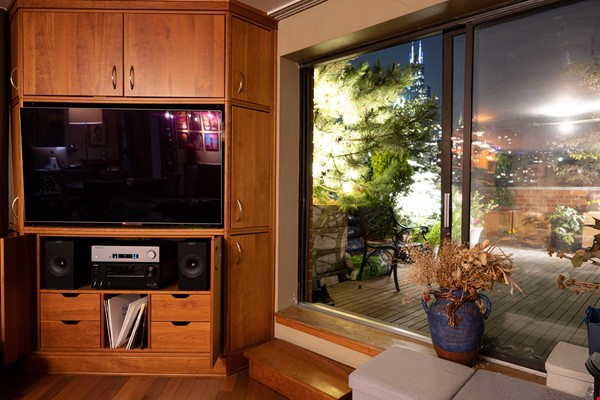 Furnished unit, top floor, gorgeous views. Near Grant Park, lake, museums. Home Rental in Chicago 2 - thumbnail