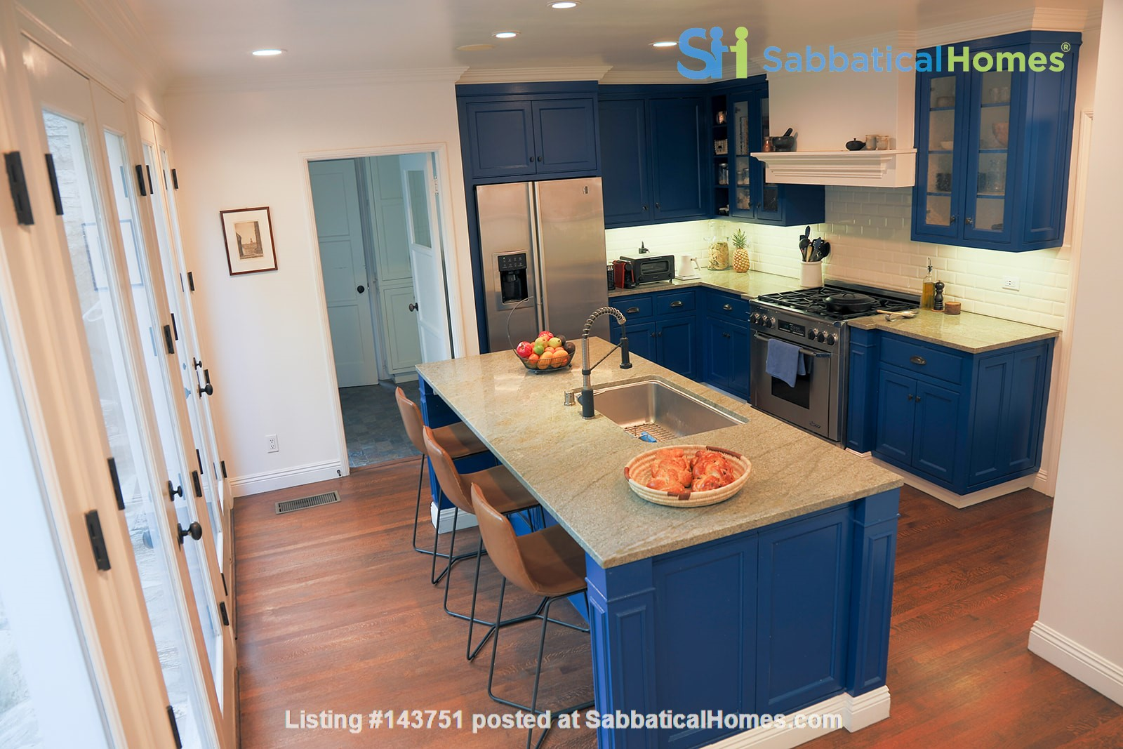 Three bedroom walking distance to UCLA with large yard and garden. Home Rental in Los Angeles, California, United States 7