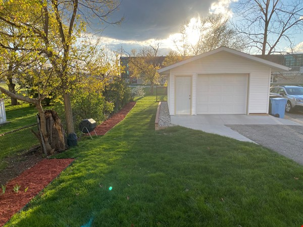 Cozy, updated 2BR near (<3mi) downtown and campus Home Rental in Lansing 8 - thumbnail