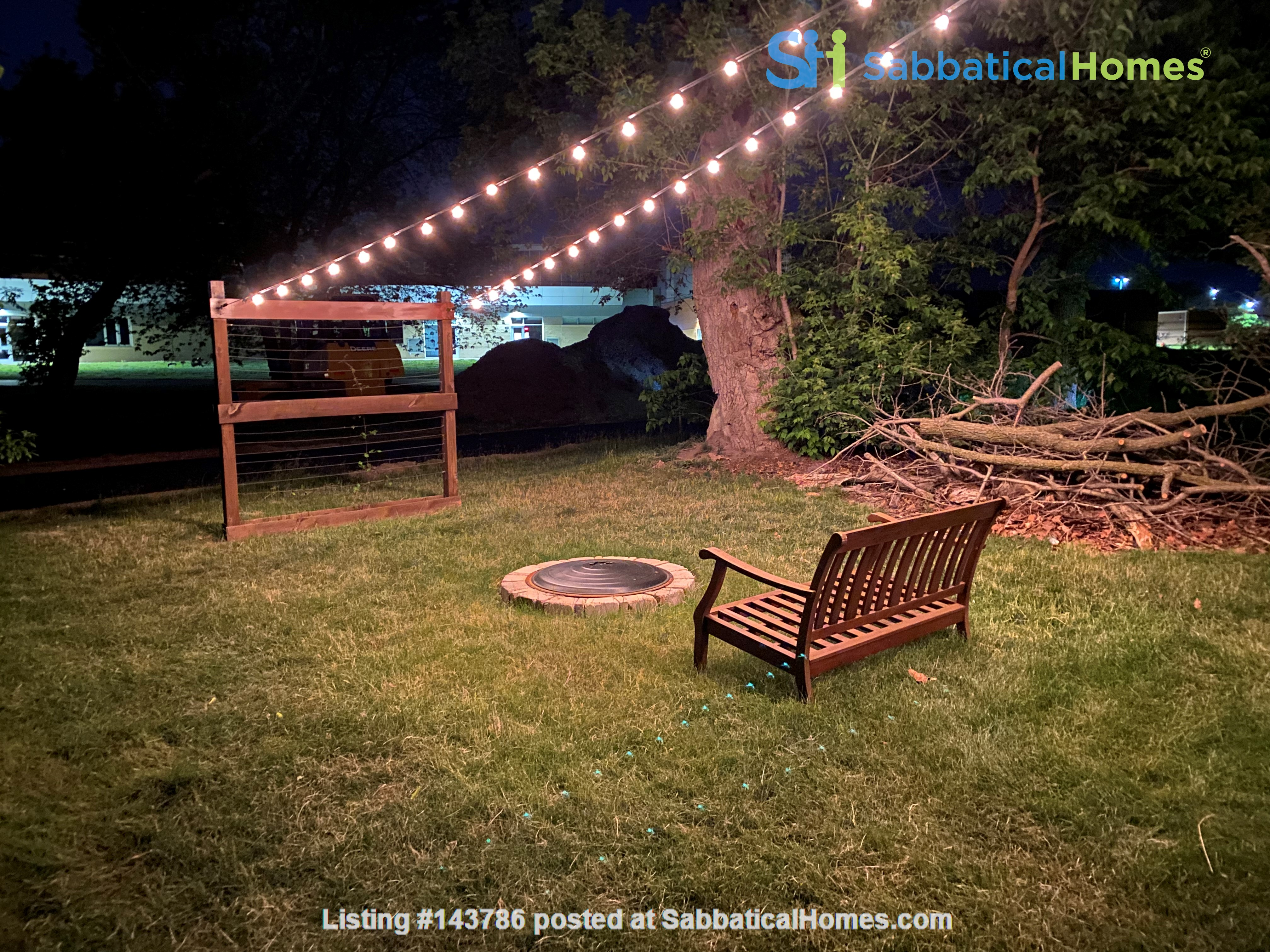 Cozy, updated 2BR near (<3mi) downtown and campus Home Rental in Lansing, Michigan, United States 9