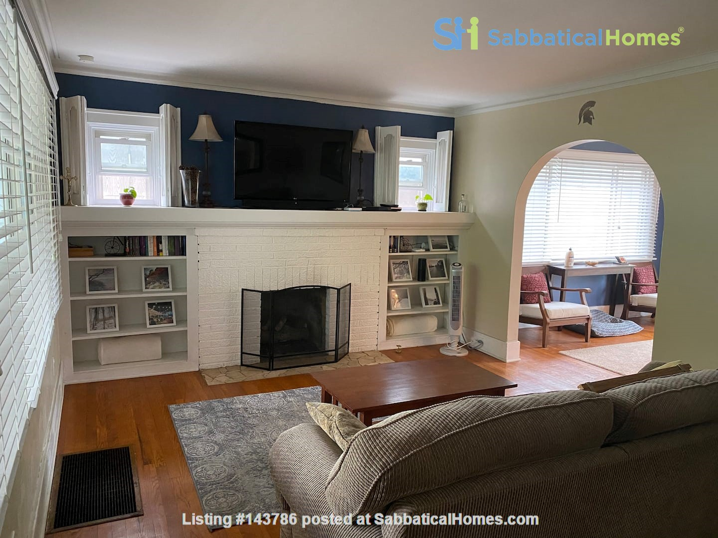 Cozy, updated 2BR near (<3mi) downtown and campus Home Rental in Lansing, Michigan, United States 1
