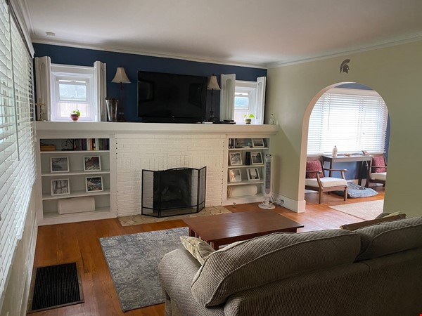 Cozy, updated 2BR near (<3mi) downtown and campus Home Rental in Lansing 1 - thumbnail