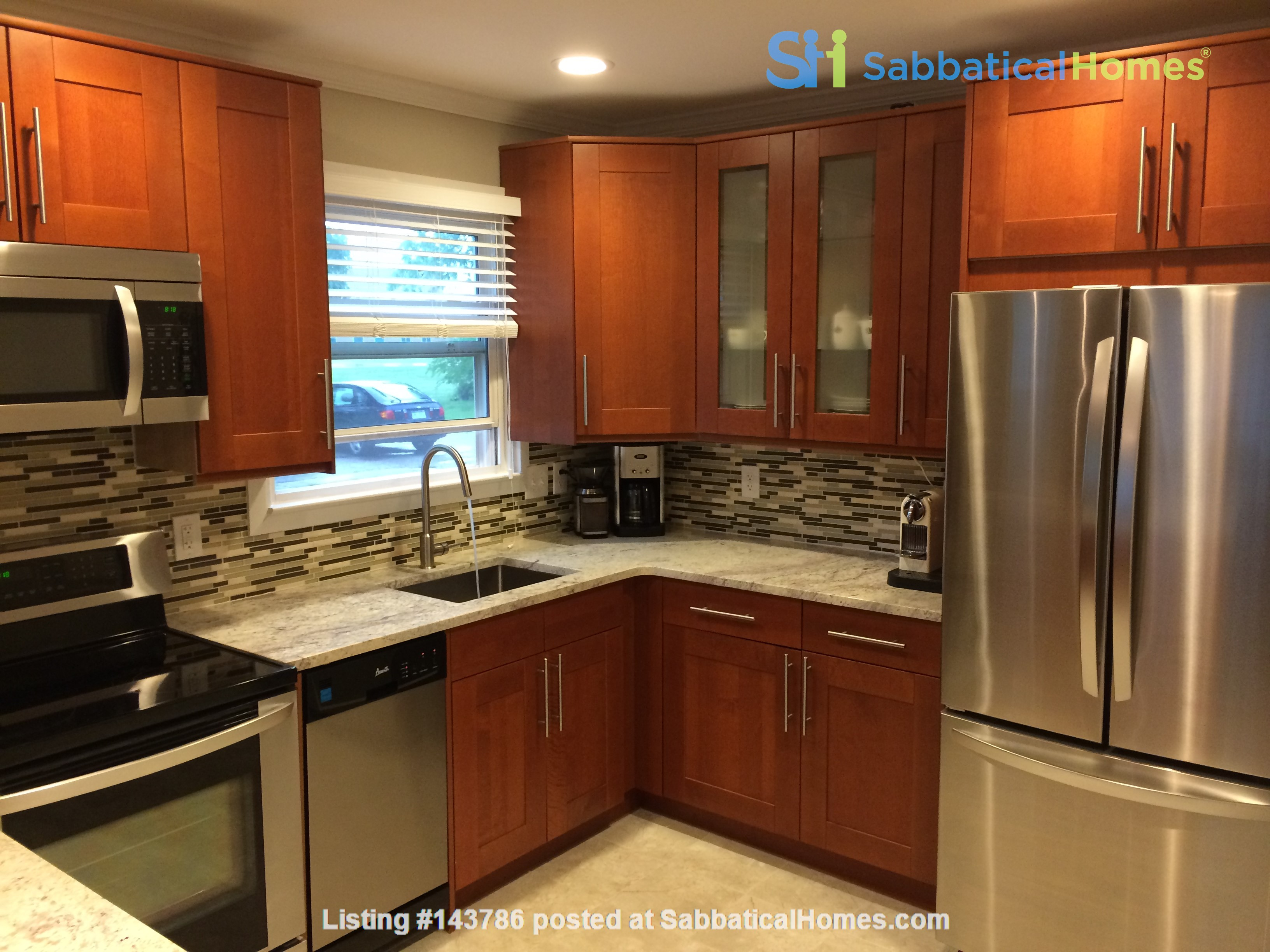 Cozy, updated 2BR near (<3mi) downtown and campus Home Rental in Lansing, Michigan, United States 2