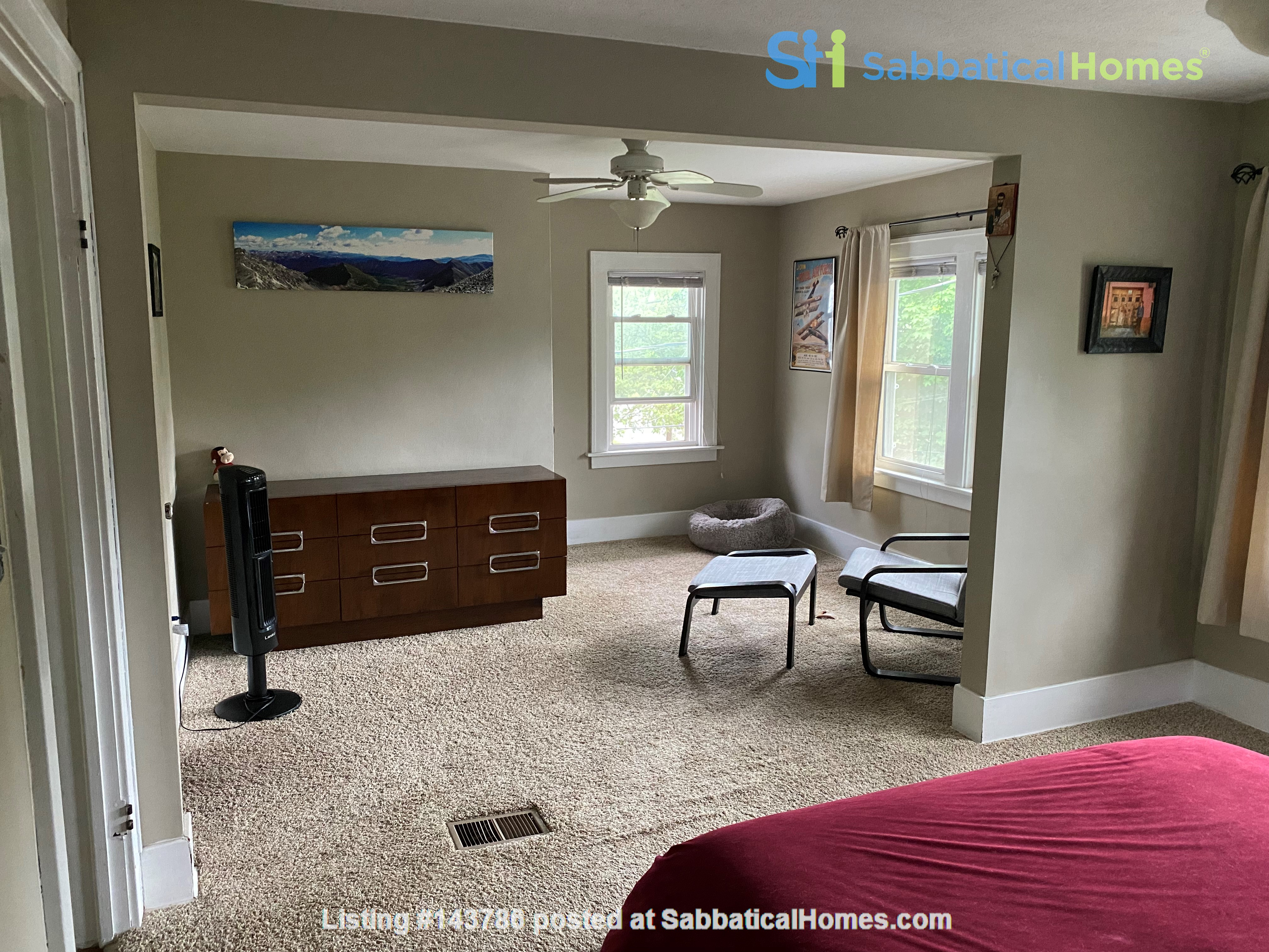 Cozy, updated 2BR near (<3mi) downtown and campus Home Rental in Lansing, Michigan, United States 5