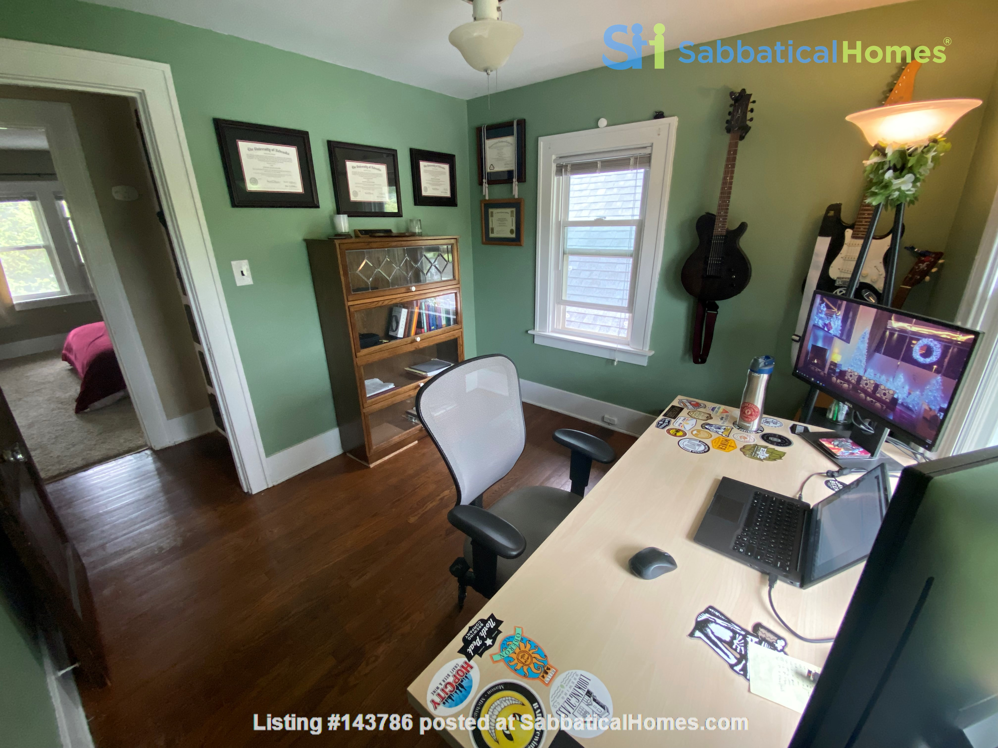Cozy, updated 2BR near (<3mi) downtown and campus Home Rental in Lansing, Michigan, United States 6
