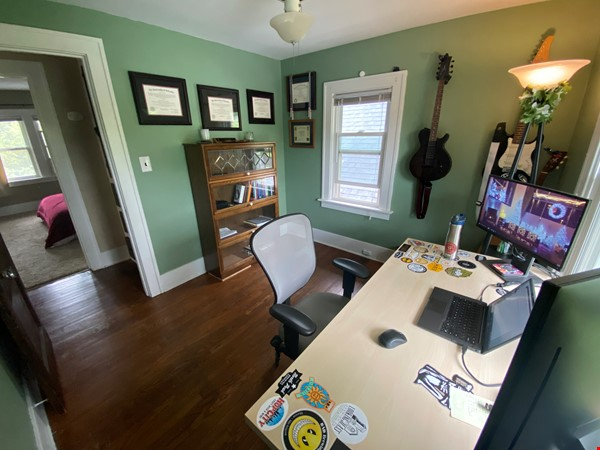 Cozy, updated 2BR near (<3mi) downtown and campus Home Rental in Lansing 6 - thumbnail