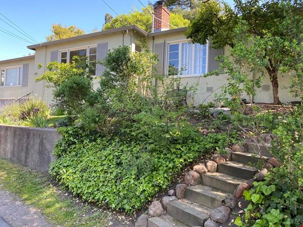 Spacious 4bds/2ba family home in Kensington/Berkeley Home Rental in Kensington 0 - thumbnail