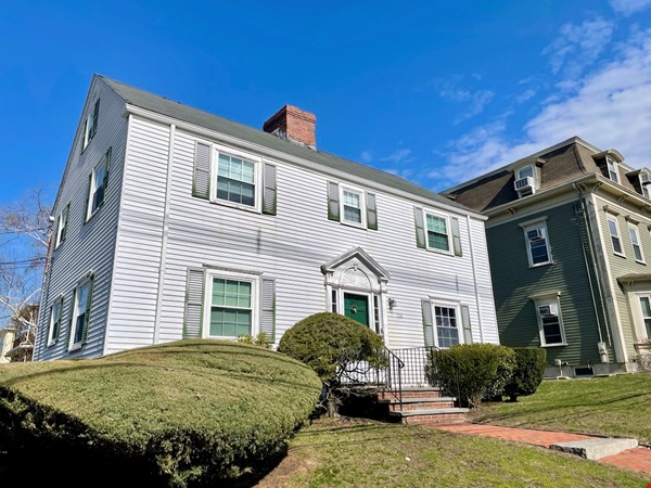 4 BR House w/ Driveway Near Tufts and Davis Square Home Rental in Somerville 5 - thumbnail