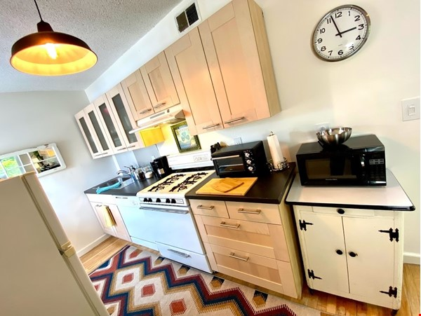 Centrally Located Loft, New Haven, Yale, SOM Home Rental in New Haven 2 - thumbnail