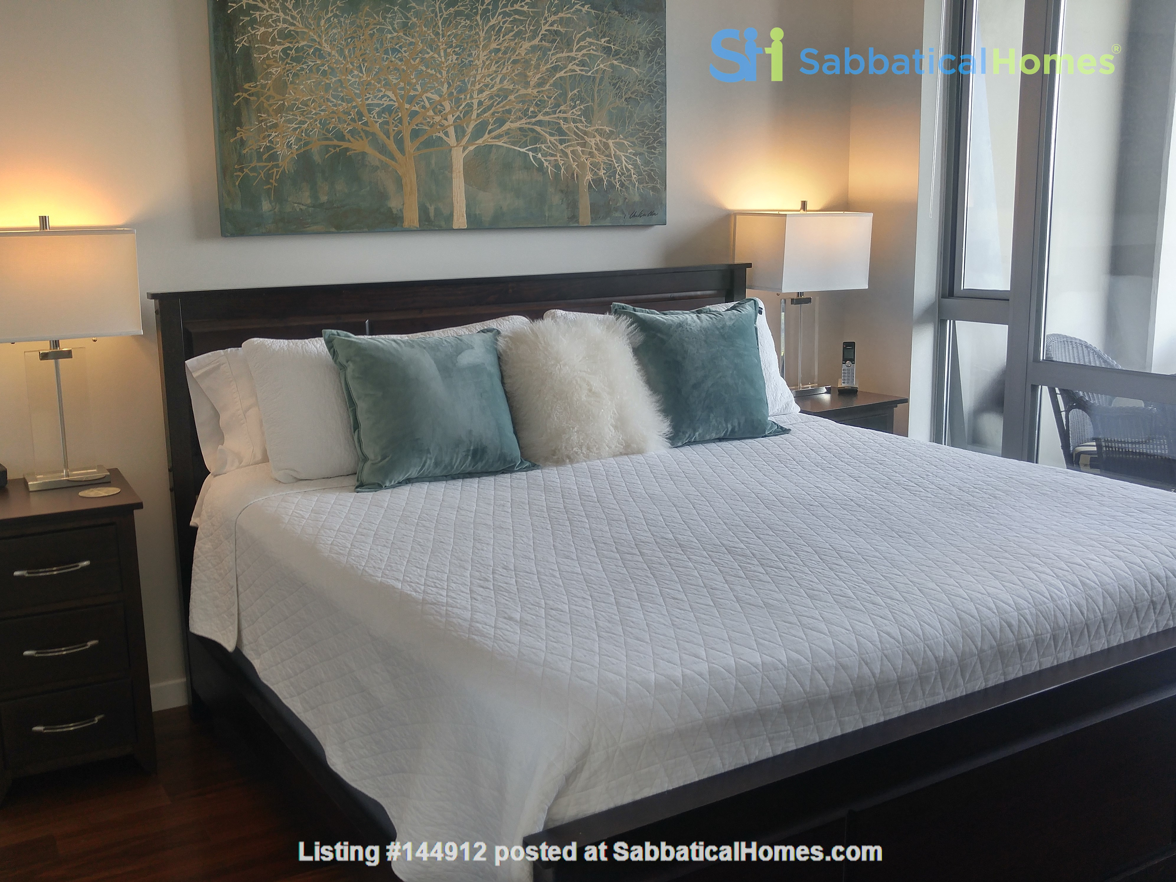 Urban Chic -Stunning Modern 2br Oceanview Penthouse Downtown Victoria Home Rental in Victoria, British Columbia, Canada 3