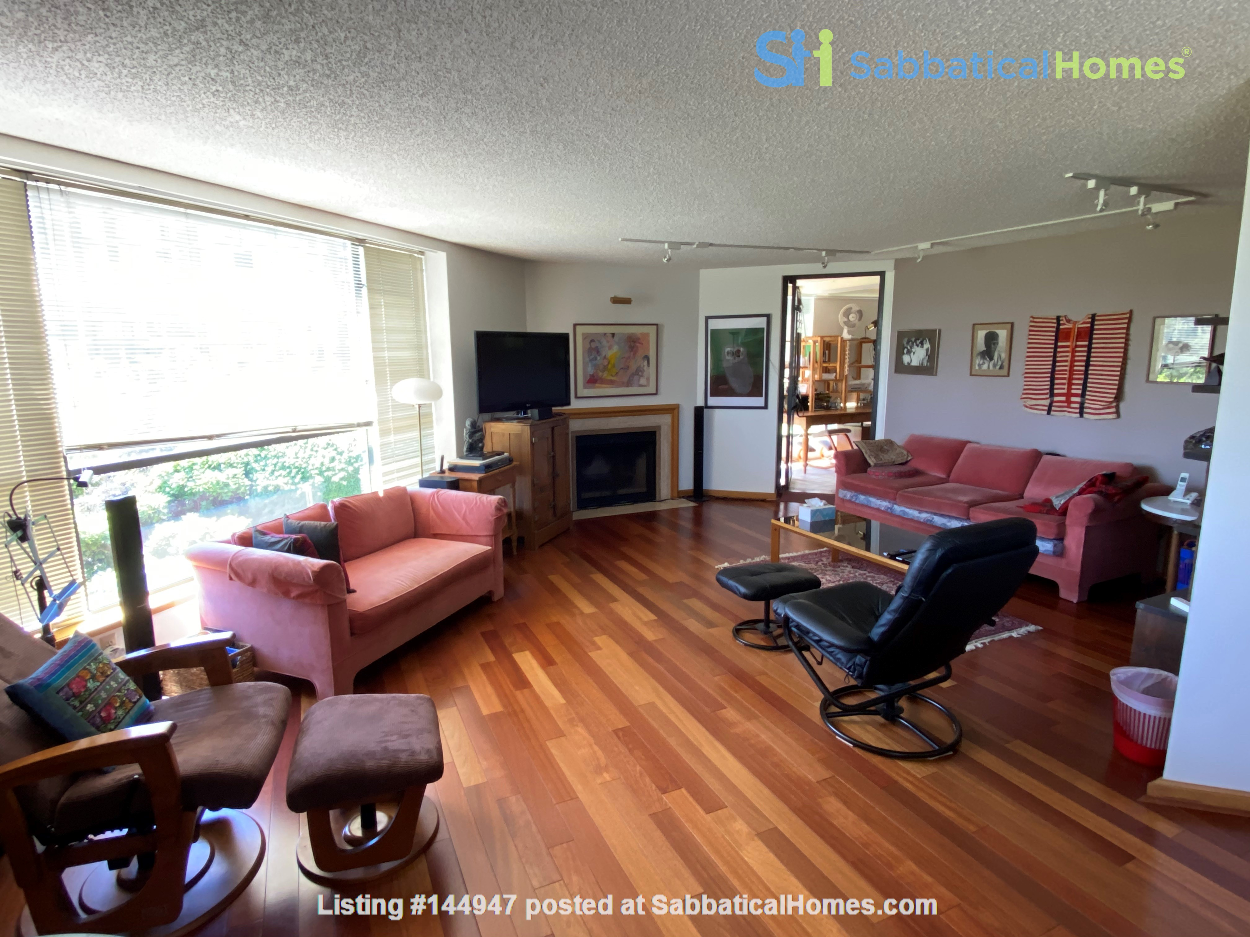 Perfectly convenient to downtown, without the noise! Home Rental in Vancouver, British Columbia, Canada 1
