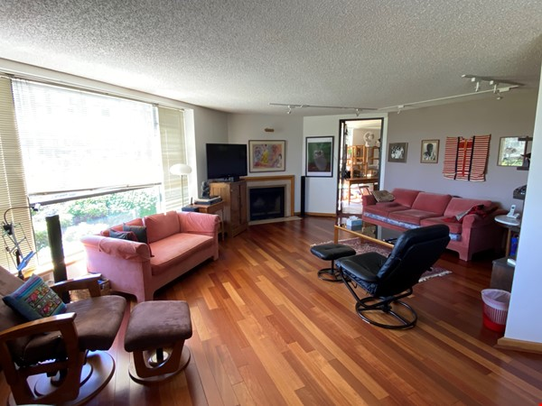 Perfectly convenient to downtown, without the noise! Home Rental in Vancouver 1 - thumbnail