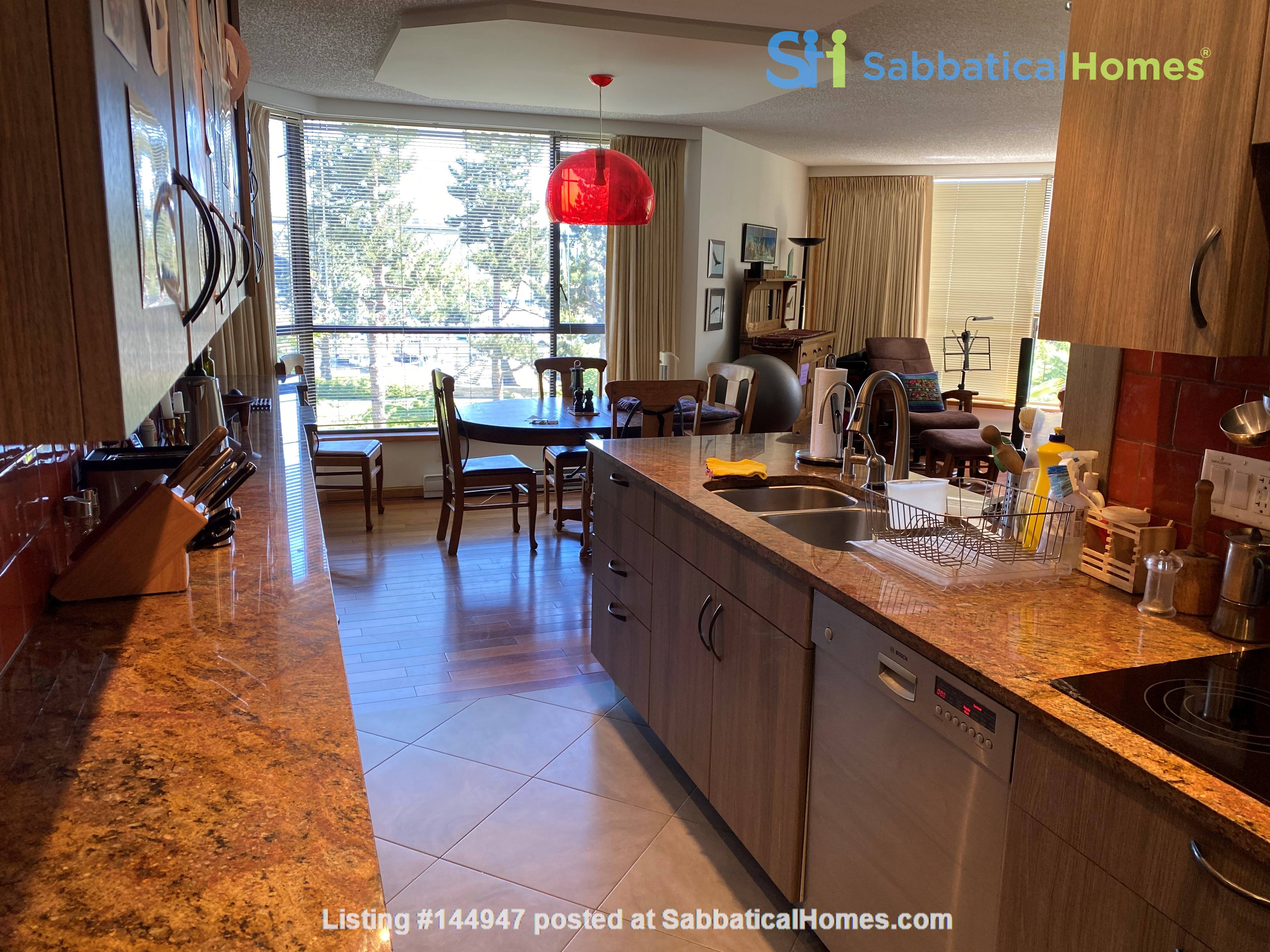 Perfectly convenient to downtown, without the noise! Home Rental in Vancouver, British Columbia, Canada 3