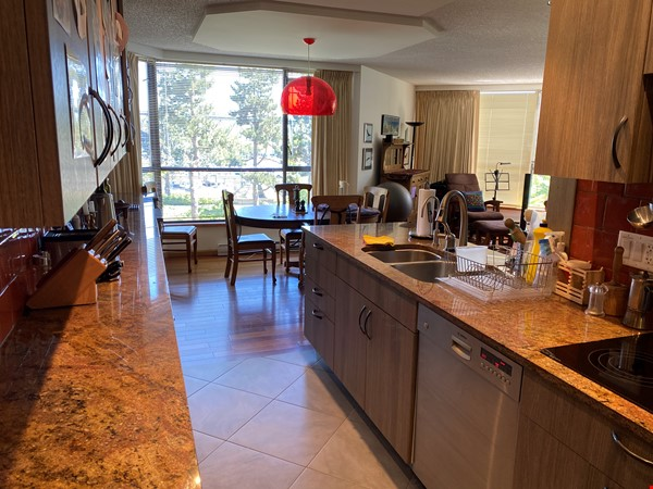 Perfectly convenient to downtown, without the noise! Home Rental in Vancouver 3 - thumbnail