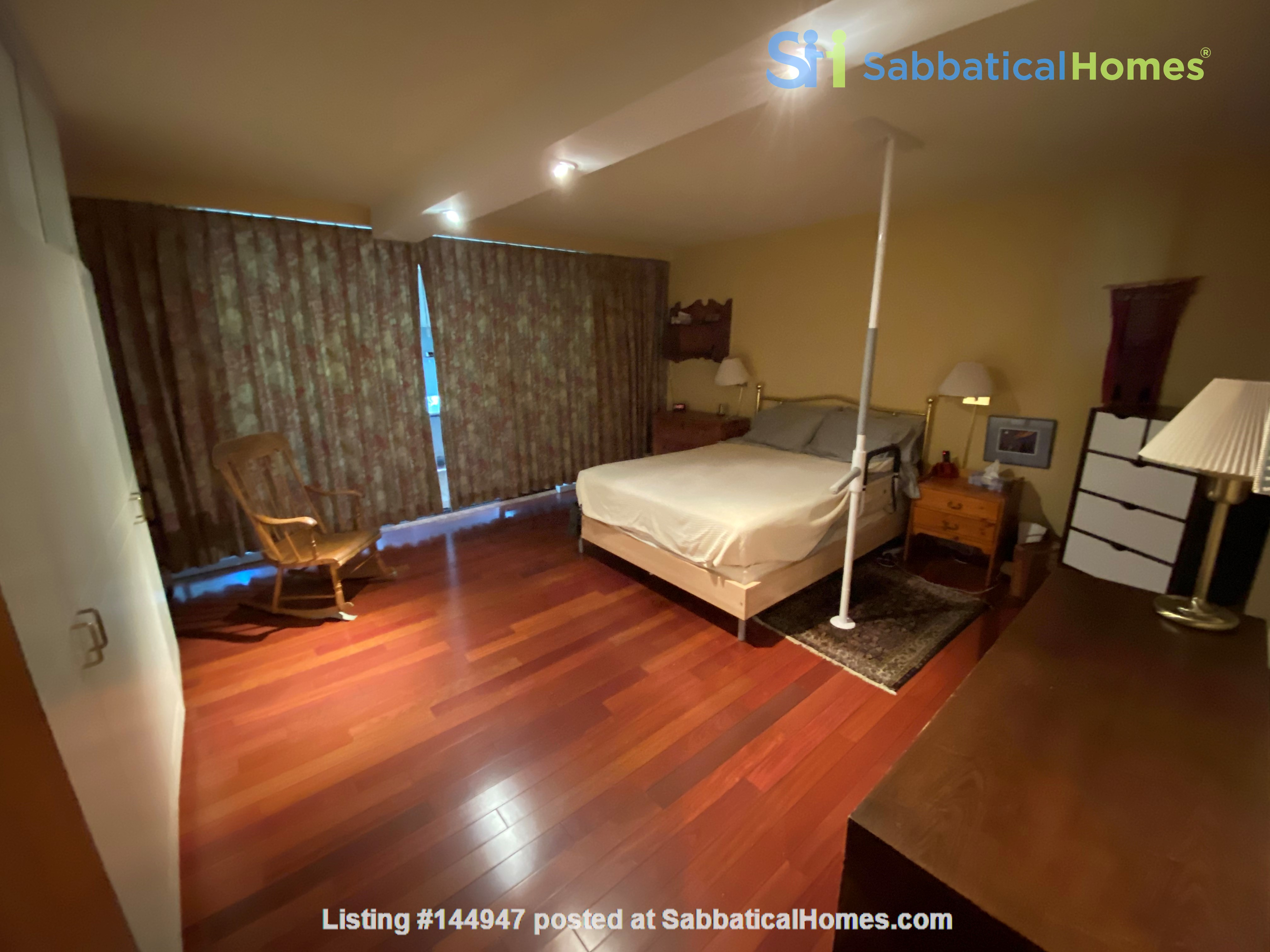 Perfectly convenient to downtown, without the noise! Home Rental in Vancouver, British Columbia, Canada 4