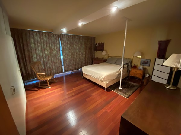 Perfectly convenient to downtown, without the noise! Home Rental in Vancouver 4 - thumbnail