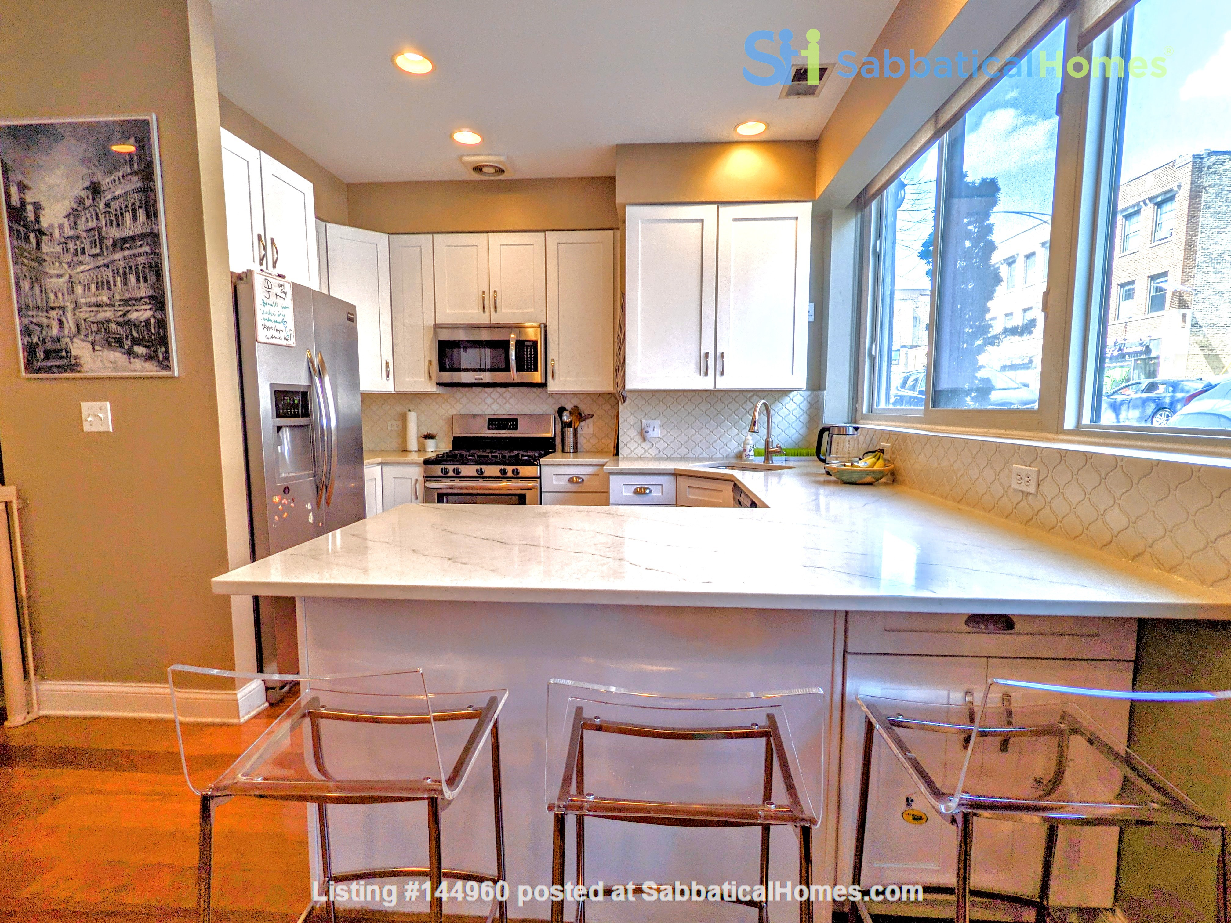 Spacious, fully furnished 3 bd/2.5 ba townhome in Lincoln Park Home Rental in Chicago, Illinois, United States 3