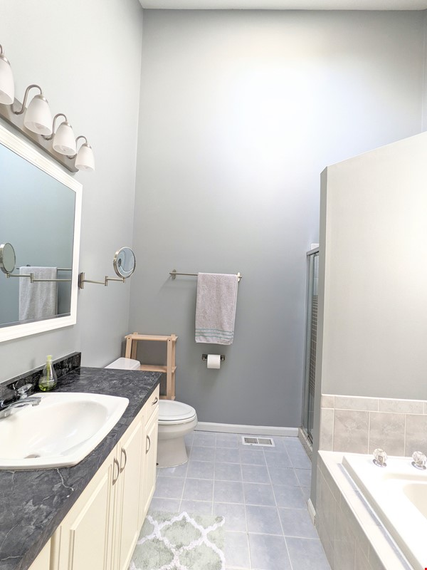 Spacious, fully furnished 3 bd/2.5 ba townhome in Lincoln Park Home Rental in Chicago 5 - thumbnail
