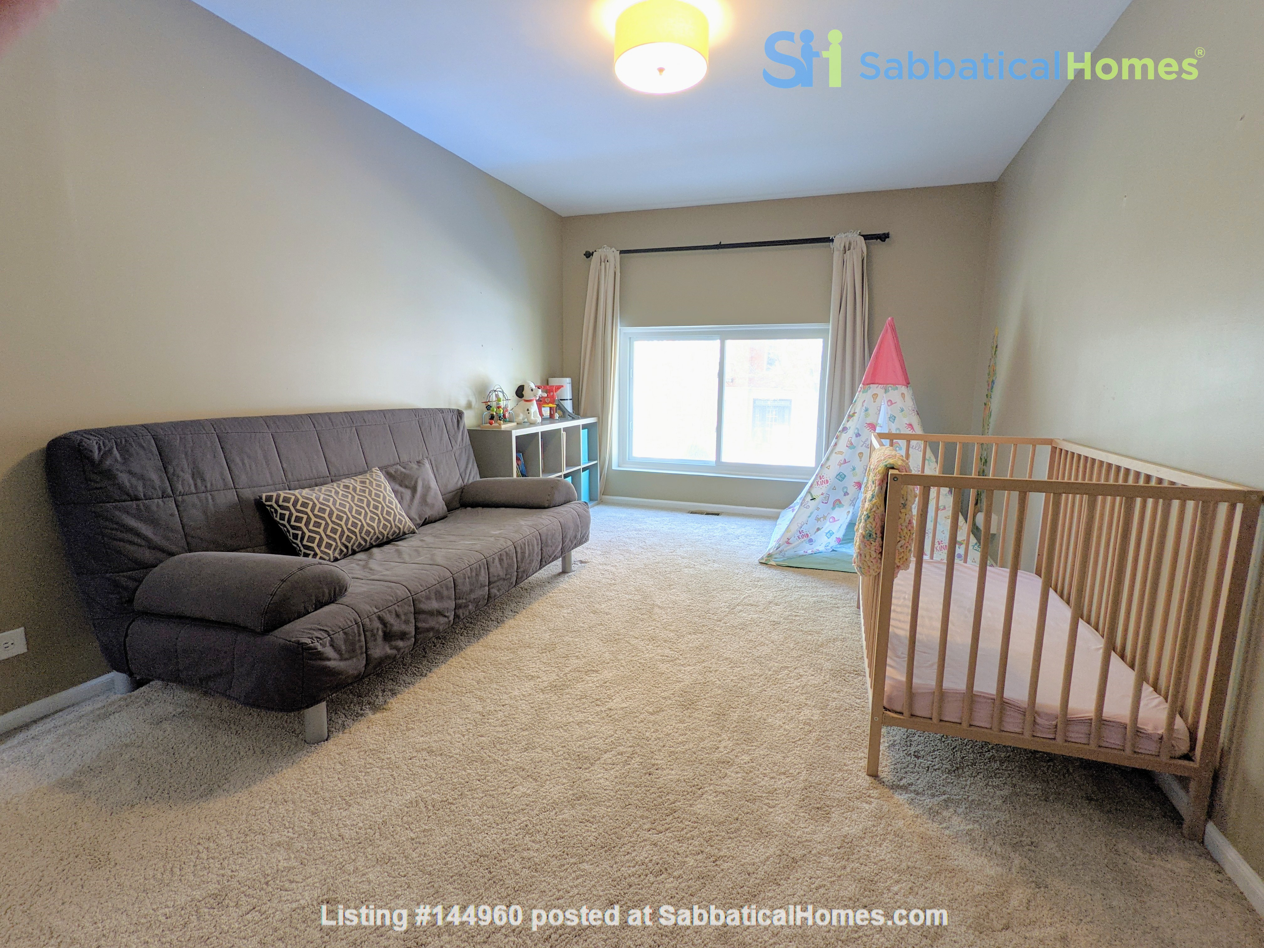Spacious, fully furnished 3 bd/2.5 ba townhome in Lincoln Park Home Rental in Chicago, Illinois, United States 6