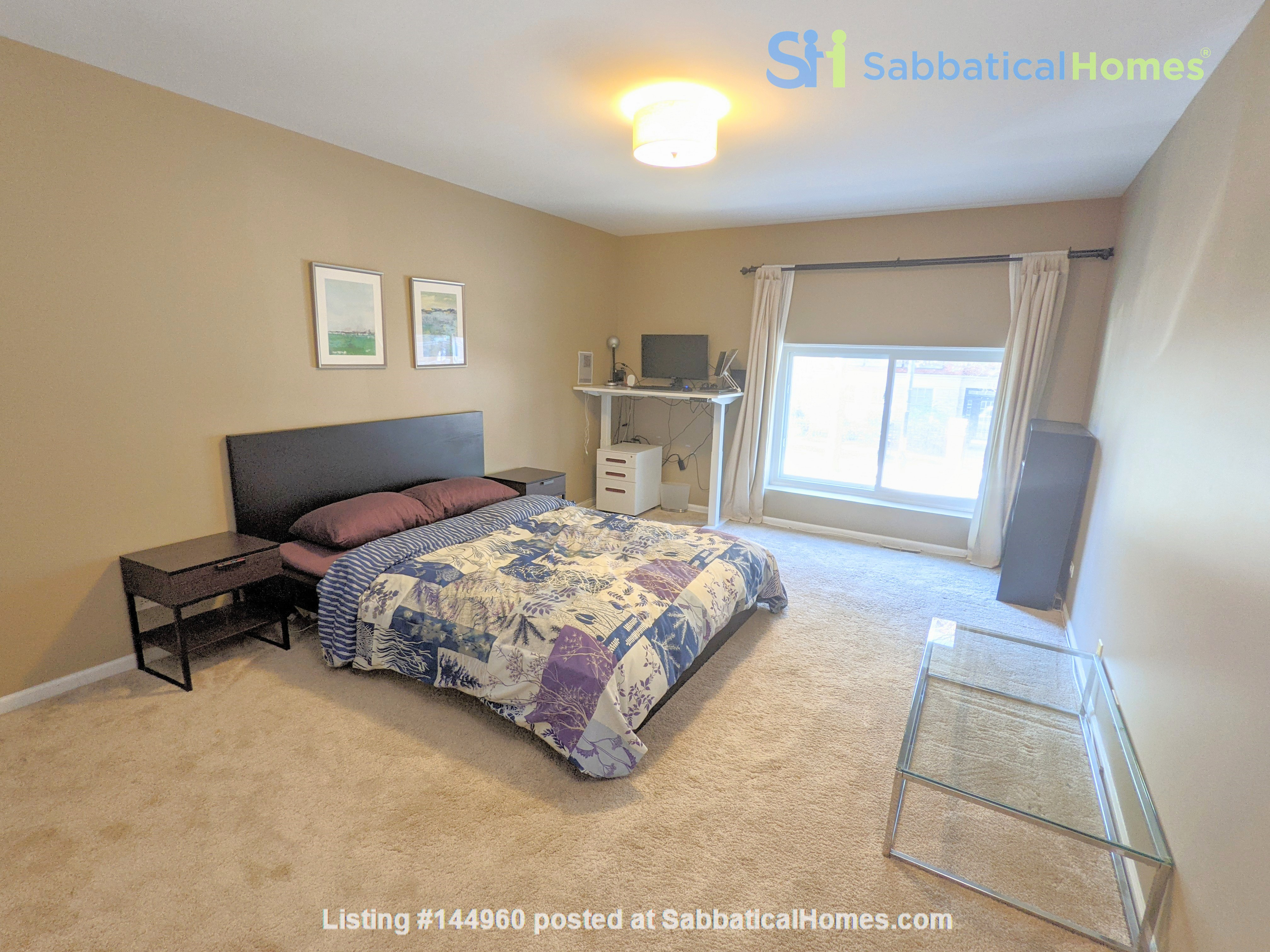 Spacious, fully furnished 3 bd/2.5 ba townhome in Lincoln Park Home Rental in Chicago, Illinois, United States 7