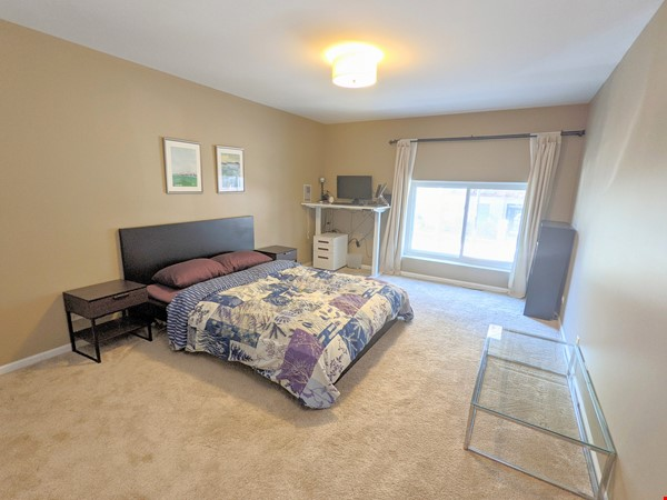 Spacious, fully furnished 3 bd/2.5 ba townhome in Lincoln Park Home Rental in Chicago 7 - thumbnail