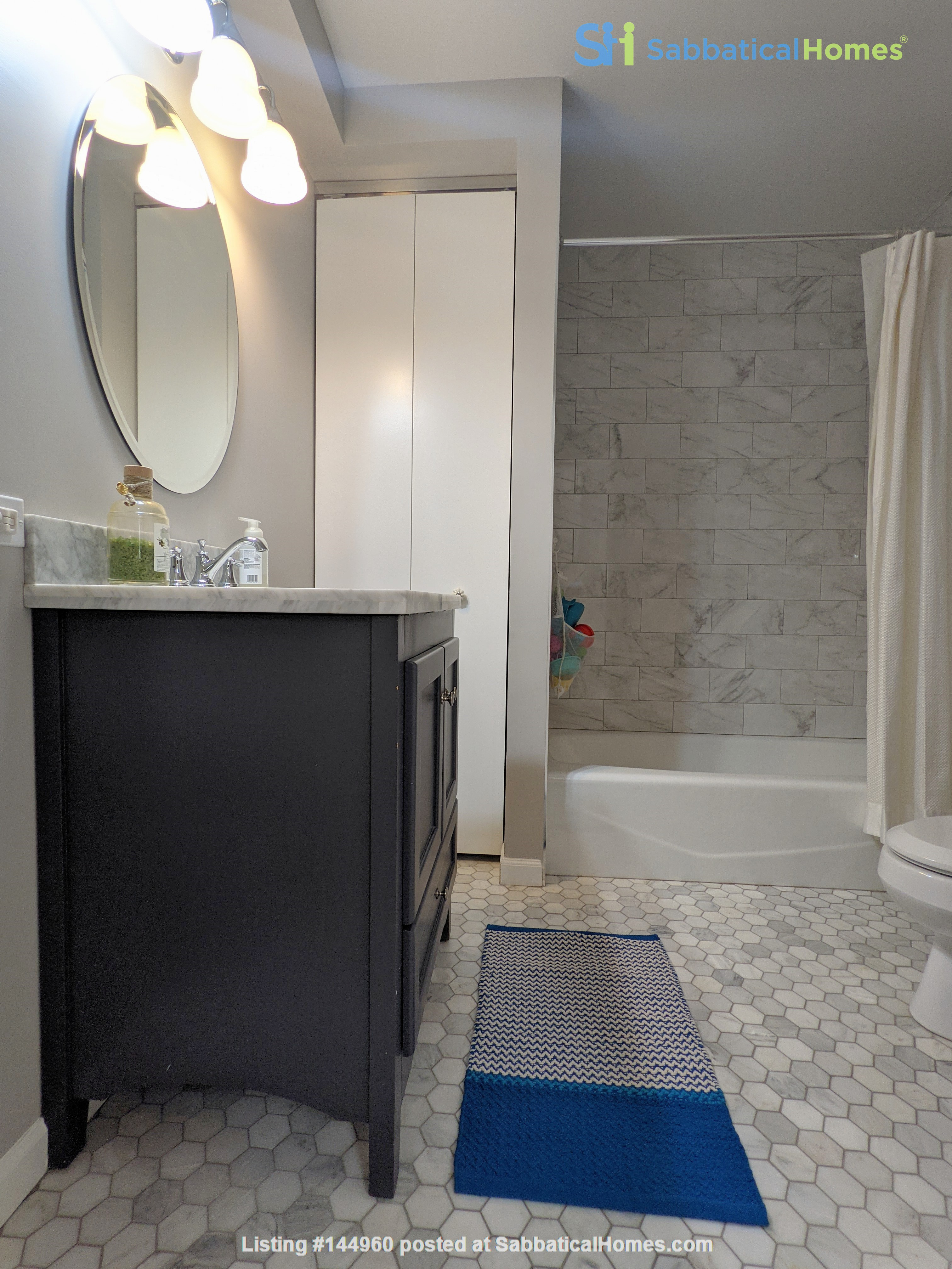 Spacious, fully furnished 3 bd/2.5 ba townhome in Lincoln Park Home Rental in Chicago, Illinois, United States 8