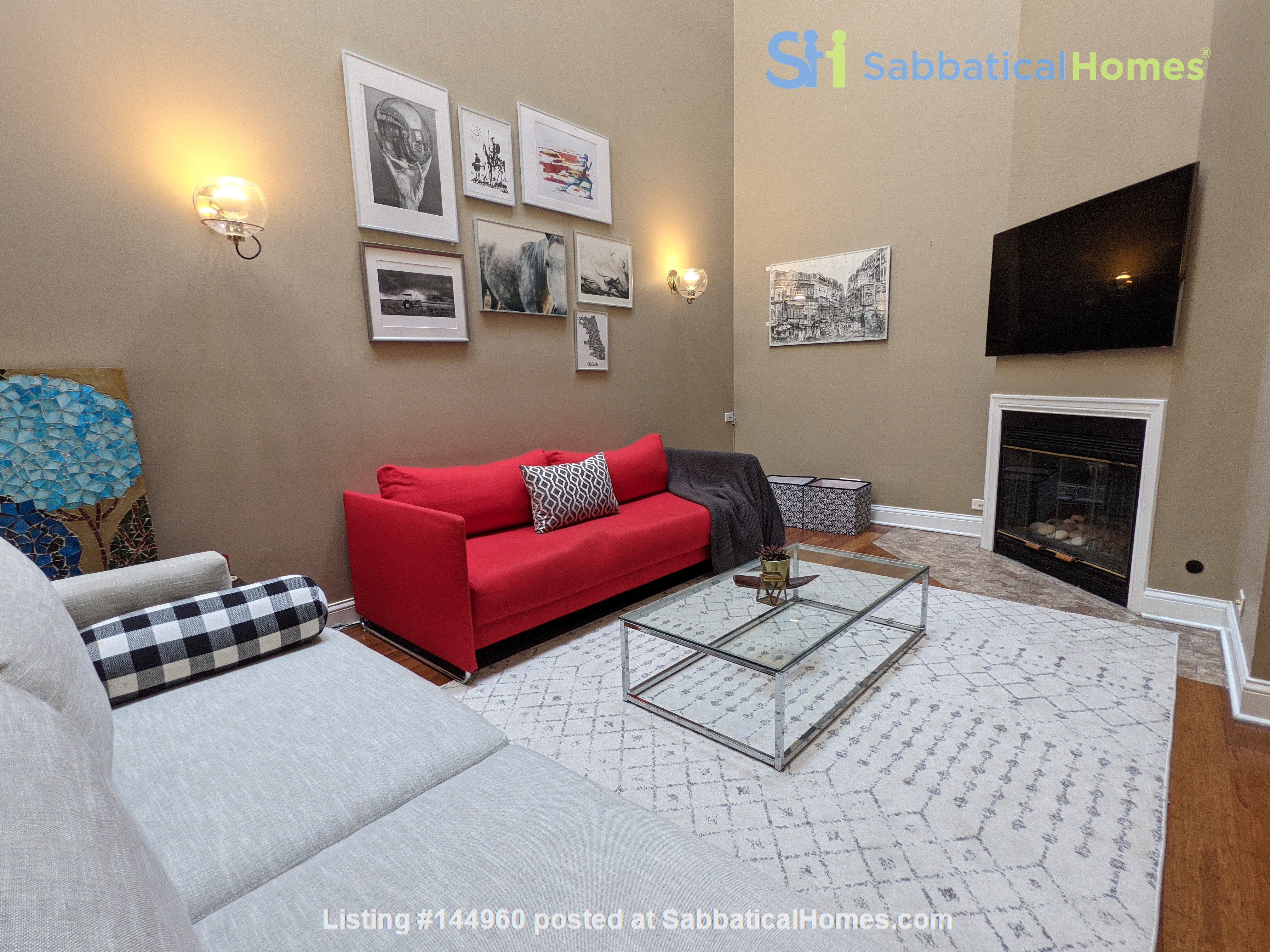 Spacious, fully furnished 3 bd/2.5 ba townhome in Lincoln Park Home Rental in Chicago, Illinois, United States 2