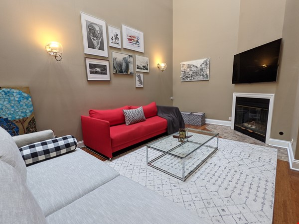 Spacious, fully furnished 3 bd/2.5 ba townhome in Lincoln Park Home Rental in Chicago 2 - thumbnail