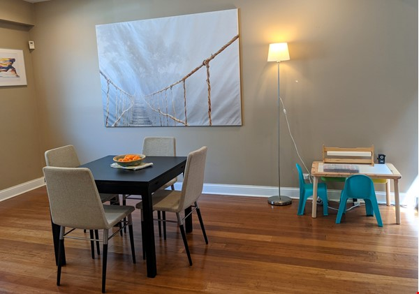 Spacious, fully furnished 3 bd/2.5 ba townhome in Lincoln Park Home Rental in Chicago 1 - thumbnail