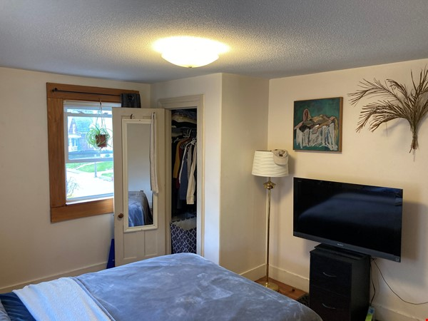 Two-Bedroom Apartment on Quiet Street; Walkable to Everything Northampton Home Rental in Northampton 4 - thumbnail