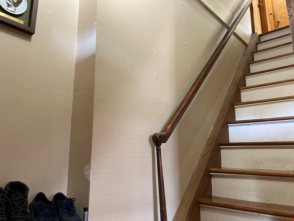 Two-Bedroom Apartment on Quiet Street; Walkable to Everything Northampton Home Rental in Northampton 2 - thumbnail